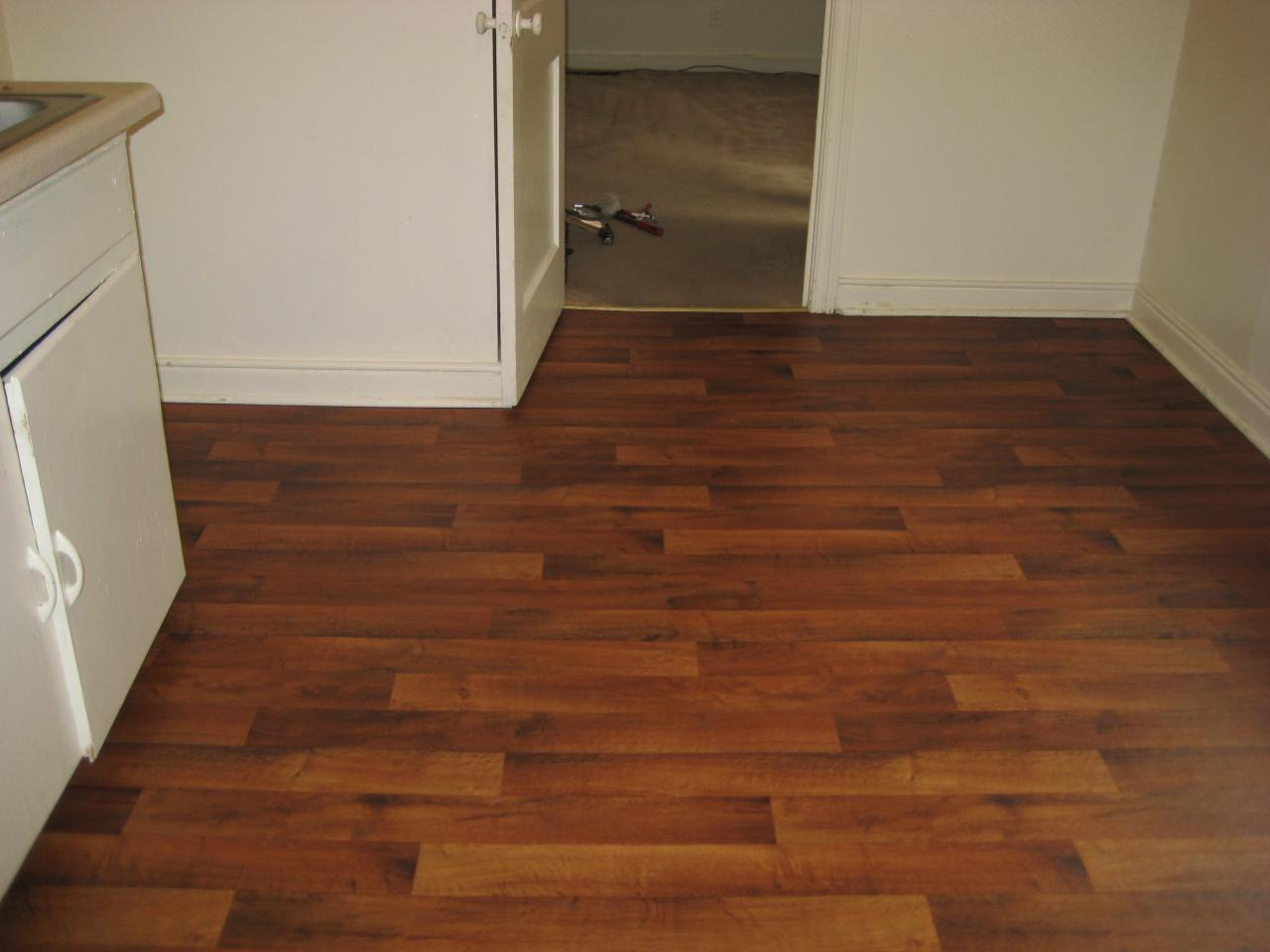 Linoleum flooring linoleum floor covering for Linoleum wood flooring